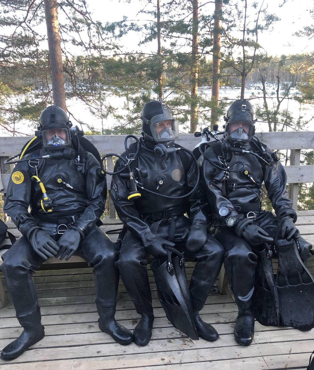 Me and my buddies getting kitted out for some ice diving. #loitokari #vikingdrysuit #interspiro #oceantechnologysystems #icediving