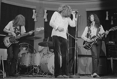 Zeppelin Monday. Page playing the Black Beauty.