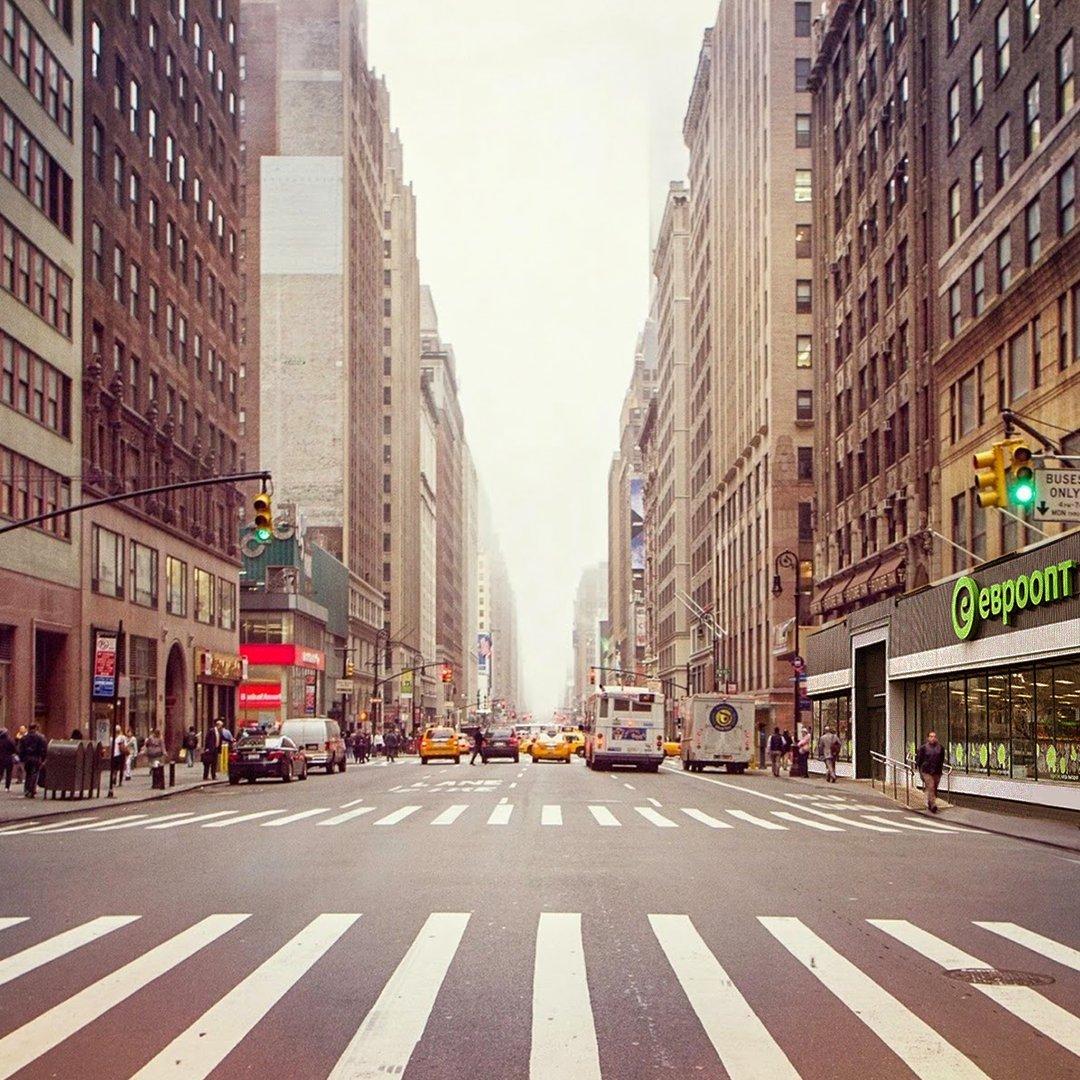 Подписчики прислали фотографию нашего магазина в Нью-Йорке. 😉 Пишите в комментариях, из какого вы города. 😊  #евроопт #1апреля https://t.co/ctFNyDOk9n