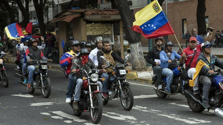 """Artículos sobre el deseo del """"exterminio de chavistas"""" por parte de seguidores de la oposición venezolana D3FJOpVX4AIaXGs"""