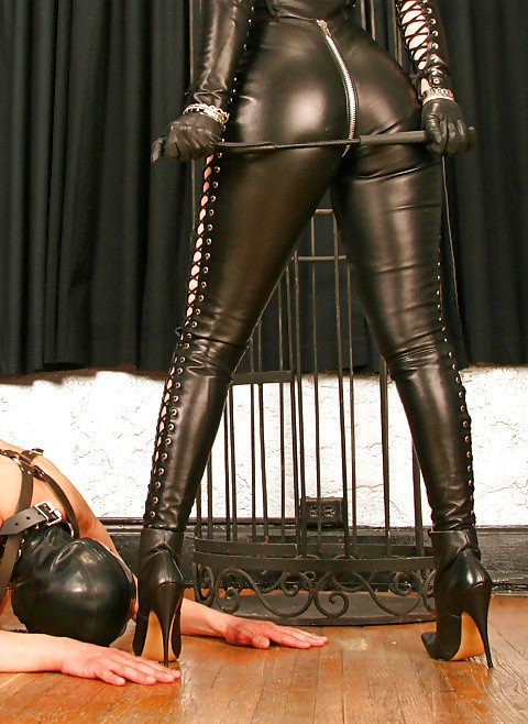 leather-chat-femdom-hypnosis