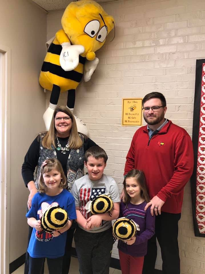 Enjoy seeing Henry Elementary showing off good kids in the beehive. And...love when one of those good kids is MINE! Audrey Harrison...you are awesome! #CardinalPride @CMSCardinals @HenryElementary @ClintonMoCards