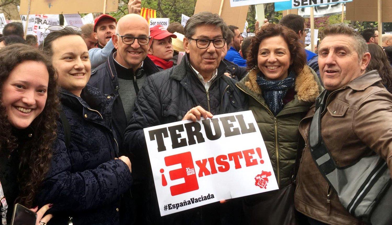 """Manifestación de la España Vaciada: """"Ser Pocos no resta derechos"""" D3FxqseW0AAG-ej?format=jpg&name=large"""