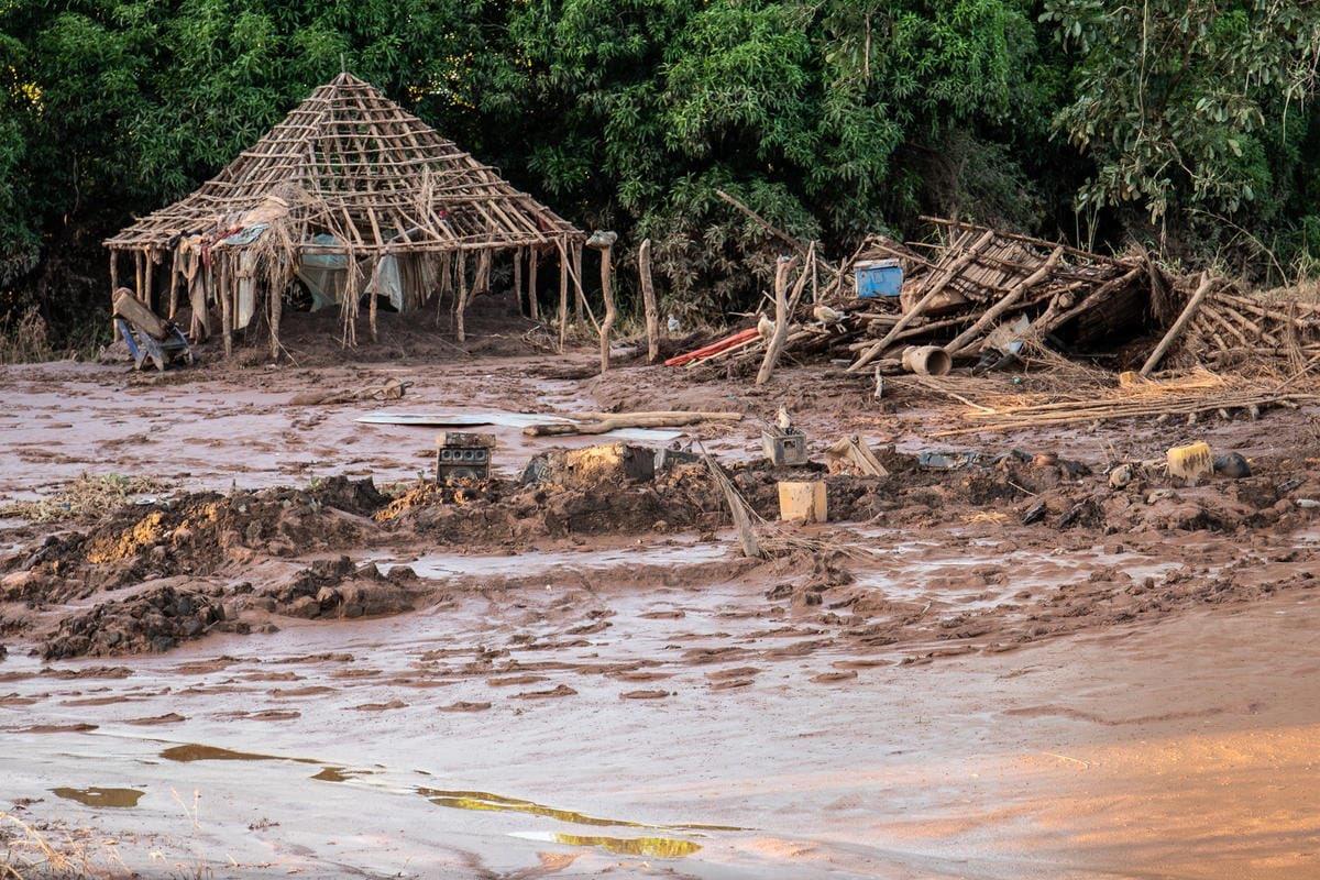Los profesionales de @SaveChildrenEs están ayudando a los niños y niñas afectados por el ciclón Idai, que ha arrasado con todo. La situación de emergencia es cada vez más grave. Muchos niños han quedado separados de sus familias y necesitan nuestra ayuda: http://www.savethechildren.es.