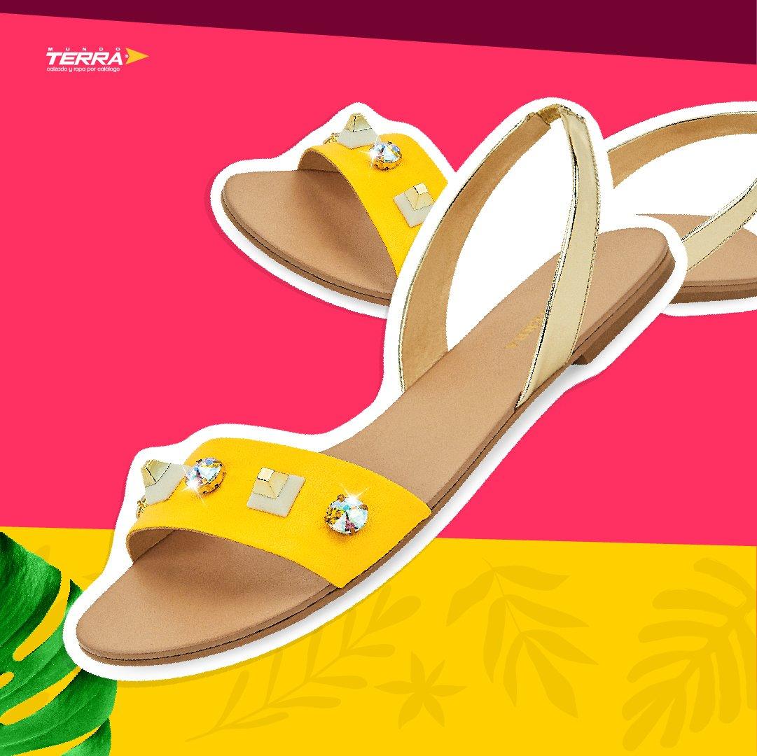 Detalles brillantes que reflejan toda tu personalidad.   #mundoterra #loveshoes #shining #fashion #yellow https://t.co/XXp05JpmfM