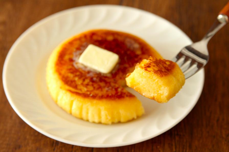 たまご蒸しパンで「フレンチトースト」作ったら もちふわ絶品なのが作れるんじゃない? と思い作ってみたら、想像以上でした。 牛乳が秒で染み込むから浸さないでOK! 蒸しパンに牛乳大さじ1をかけ、バター5gを中火で溶かしたフライパンで両面をこんがり焼いたら完成です。 #ラク速レシピ