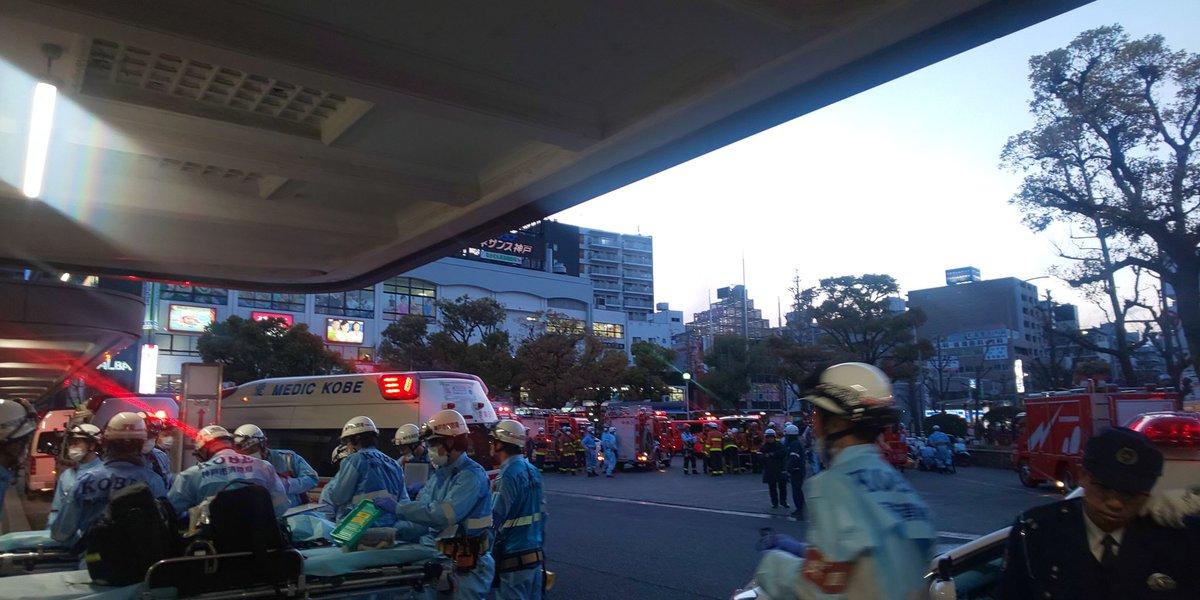 兵庫駅に大量の緊急車両が集結している画像