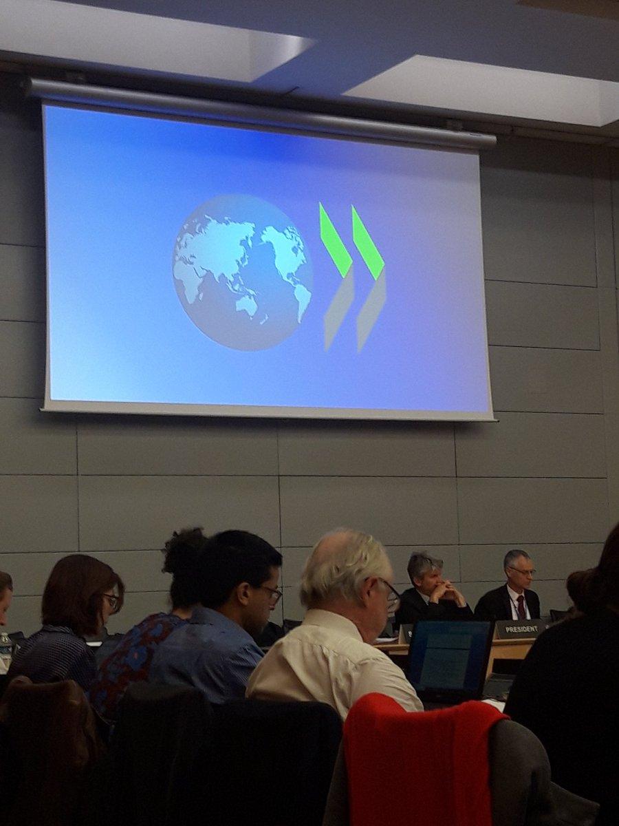 En la sede de la OCDE en París, compartiendo problemas y buenas prácticas con los responsables de agencias financiadoras como @AgEInves. Trataremos temas como ciencia abierta, carreras en ciencia, integridad o la relevancia como criterio de evaluación.