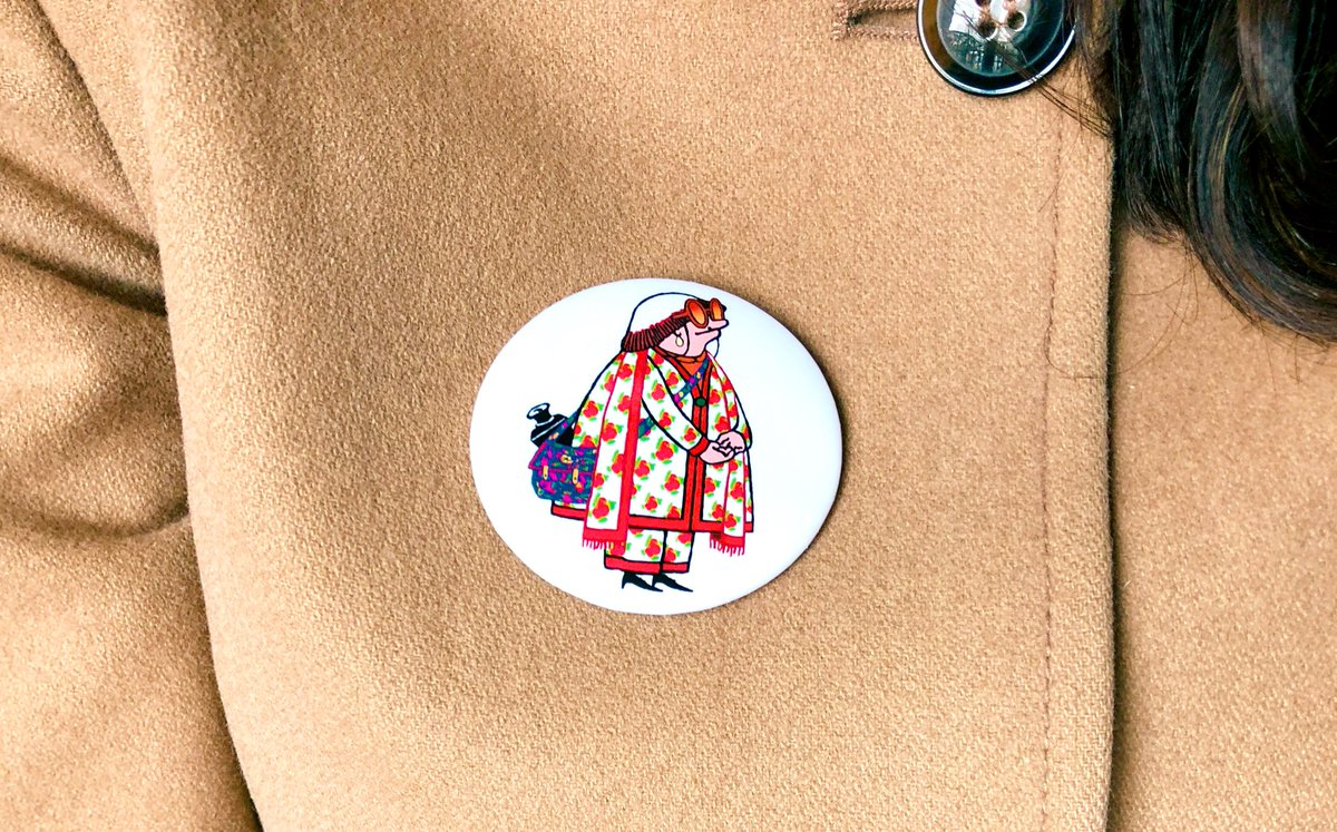 Upon arriving at #AgnesVarda's funeral service at Cimetière Montparnasse, people were given this pin. It shall forever stay on my coat  <br>http://pic.twitter.com/dfMhSEWpOt