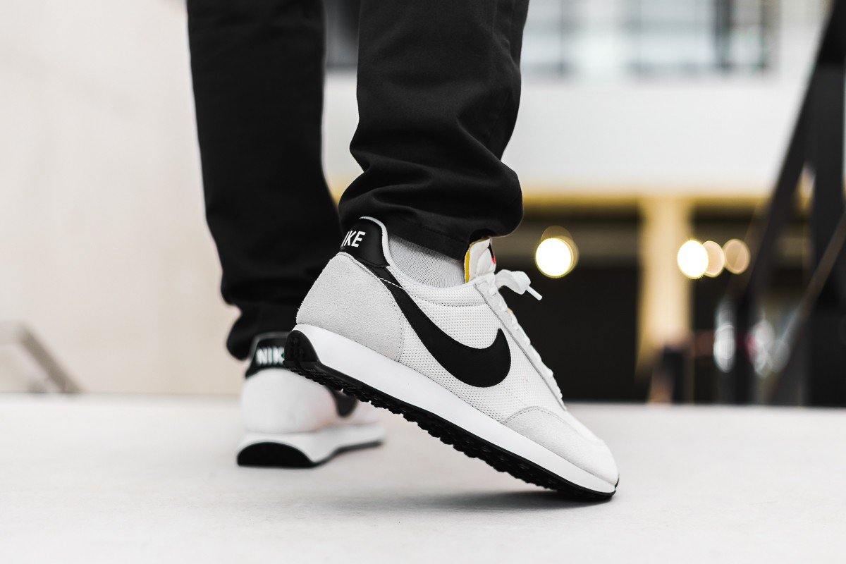 82a9eef7024 ... sure to check out the Nike Air Tailwind available in various colourways  from Nike CA for only  120! https   bit.ly 2FOYZak pic.twitter .com jspTCfCdkD