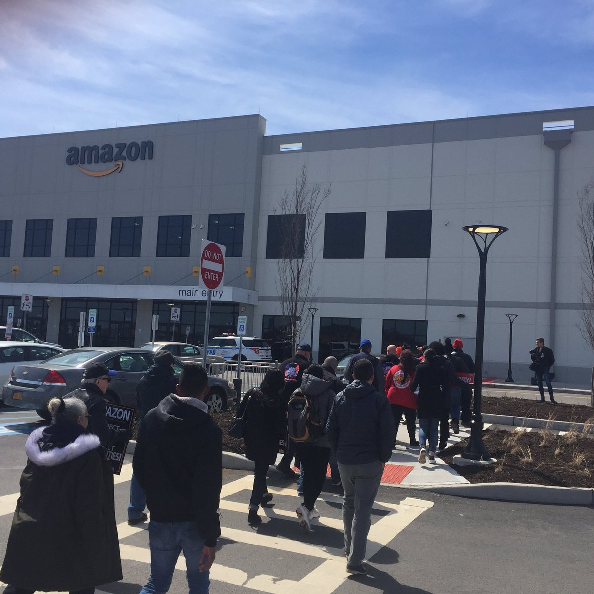 Community and labor delegation headed to the front door of @amazon #WeStandWithRashad #scamazon