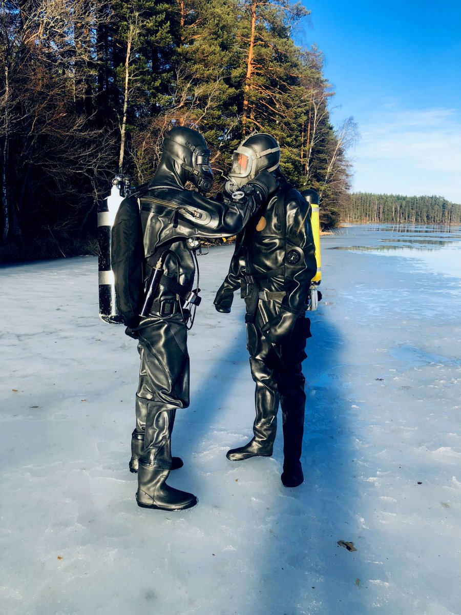 Always do a proper buddy check🤝👍 #icediving #scubadiving #buddycheck  #scubadiving