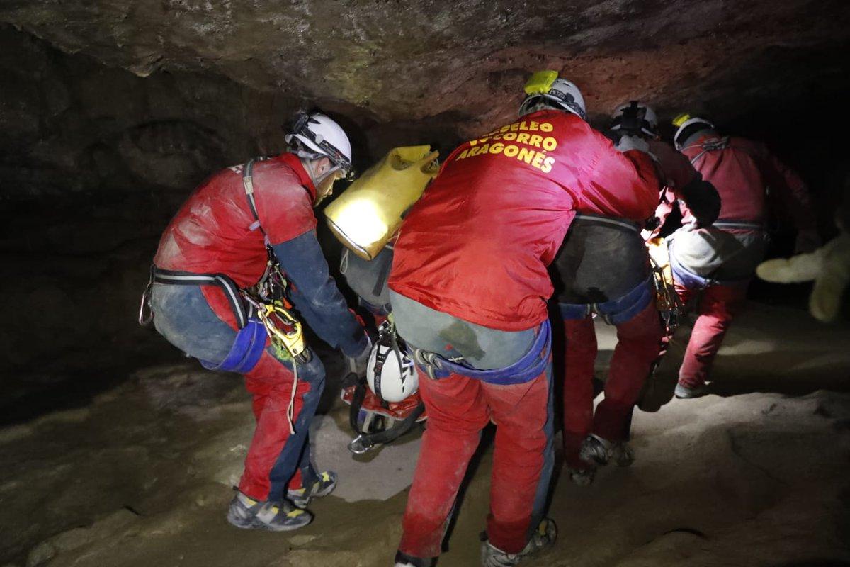 """UME on Twitter: """"#ECCAragón2019 🔴SIMULACRO 35 efectivos de la Sección  espeleología del #BIEM4 inician la entrada en la """"Cueva de Esjamundo"""" junto  a compañeros de #EspeleoSocorro #Aragonés para efectuar la extracción de"""