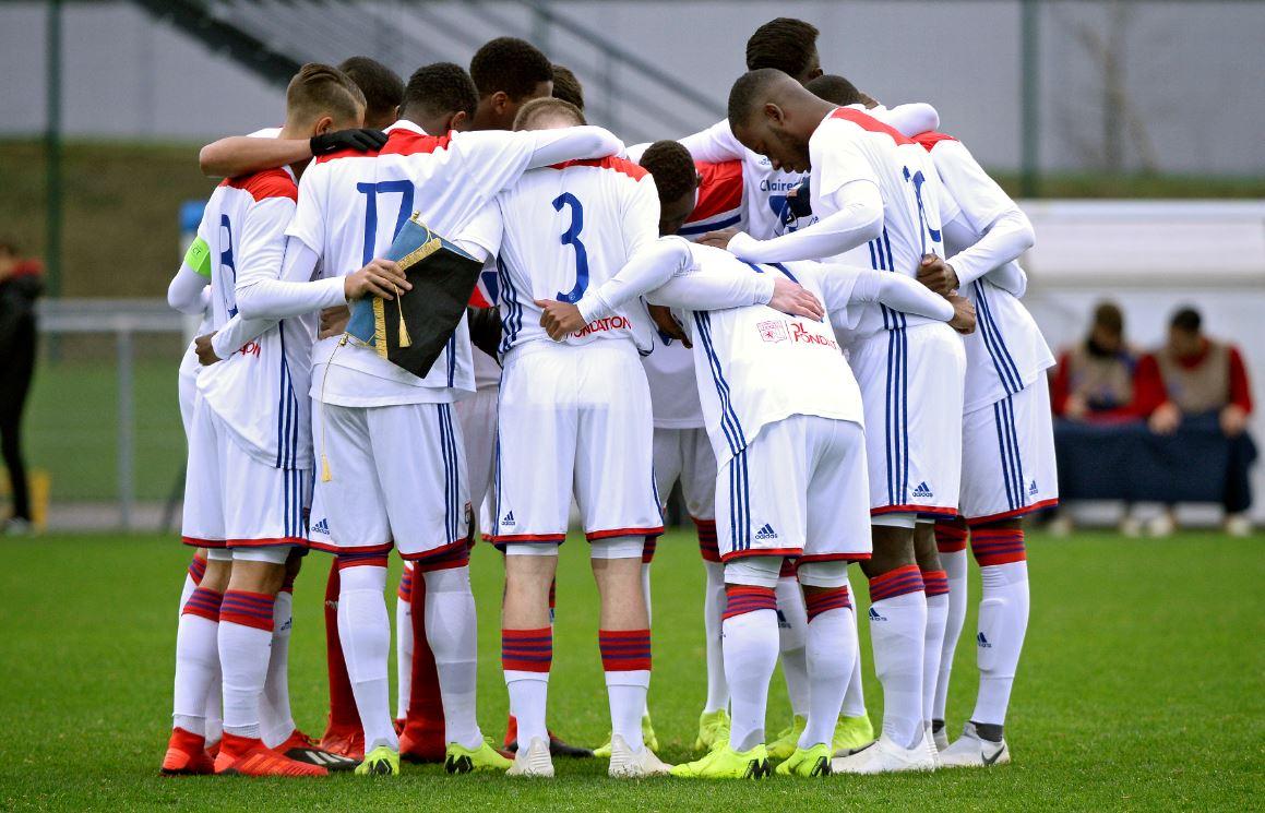 Scénario vraiment cruel pour les jeunes Lyonnais qui ont fait une belle prestation mais qui s'inclinent sur un penalty dans les arrêts de jeu.  Fin de l'aventure en #UYL.  #FCBOL 3-2