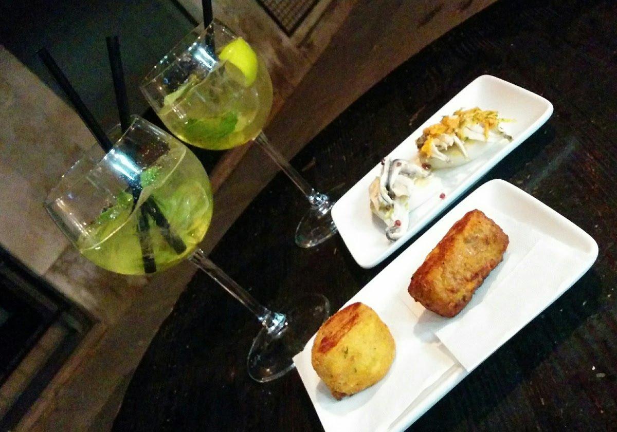 What are #Cicchetti? Discover it on a #Venice #Food #Tour  #foodtour #foodexperience #venicewalk #foodie #veniceblog #veniceblogger https://www.monicacesarato.com/blog/cichetti-food-tour-of-venice/…pic.twitter.com/inHzm4yOoR