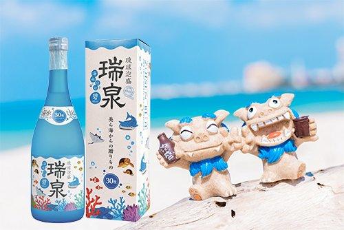 4/3の今日は「シーサーの日」。シーサーと言えば沖縄。沖縄といえば《泡盛》!なのでジンベイザメやマンタ、ウミガメなど、サンゴ礁の生き物が描かれている瑞泉「碧-blue-」をシーサーと一緒に置いておきます(・∀・)気分は南国(今日も花冷え