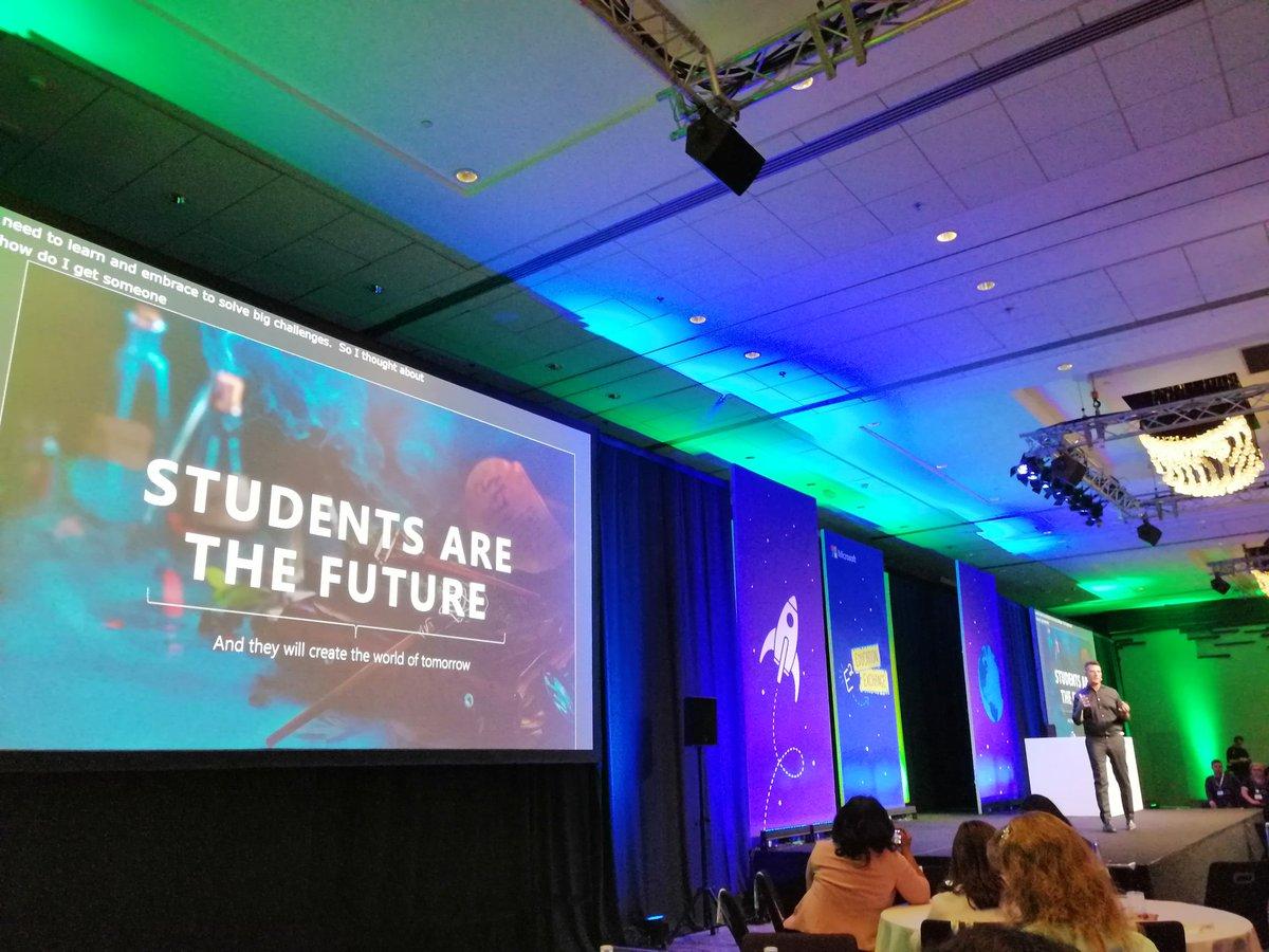 The future is in our classrooms! @Monlau_EP @MicrosoftEduEsp #E2