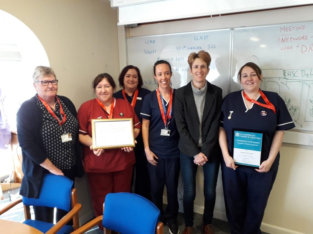 Giffard Ward received their BLUE SCAPE award from President Heidi Soulsby this morning. Congratulations on your achievement - so proud of you. We now have 4 SCAPE Wards. #CareValuesFramework #SaferEveryday @HeidiSoulsby @burgessinfected @ChiefNurseJsy @Kazz946 @Elainetorrance2