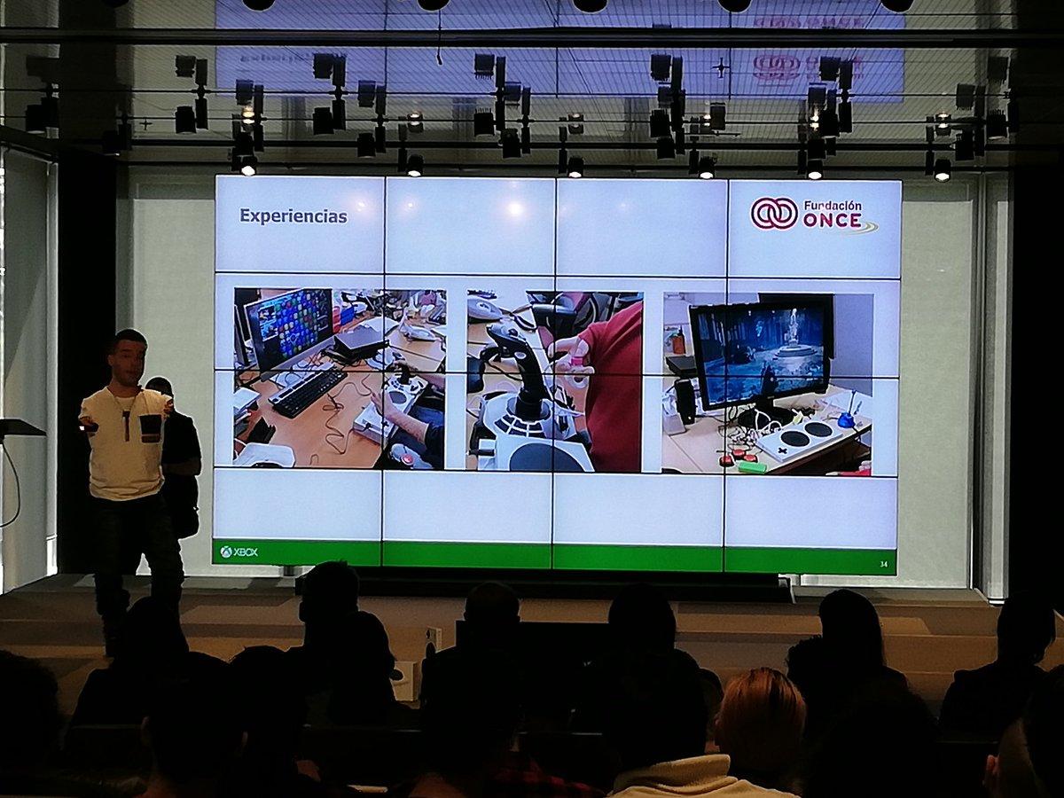 Muchas historias bonitas y proyectos inclusivos en la presentación del #XboxAdaptiveController de la mano de @Fundacion_ONCE @esne_es @EA_Espana @ufvmadrid @Xbox_Spain... Con ganas de integrarlo en el #MicrosoftEDULab para hacer talleres más accesibles🙌👏 #MicrosoftEdu