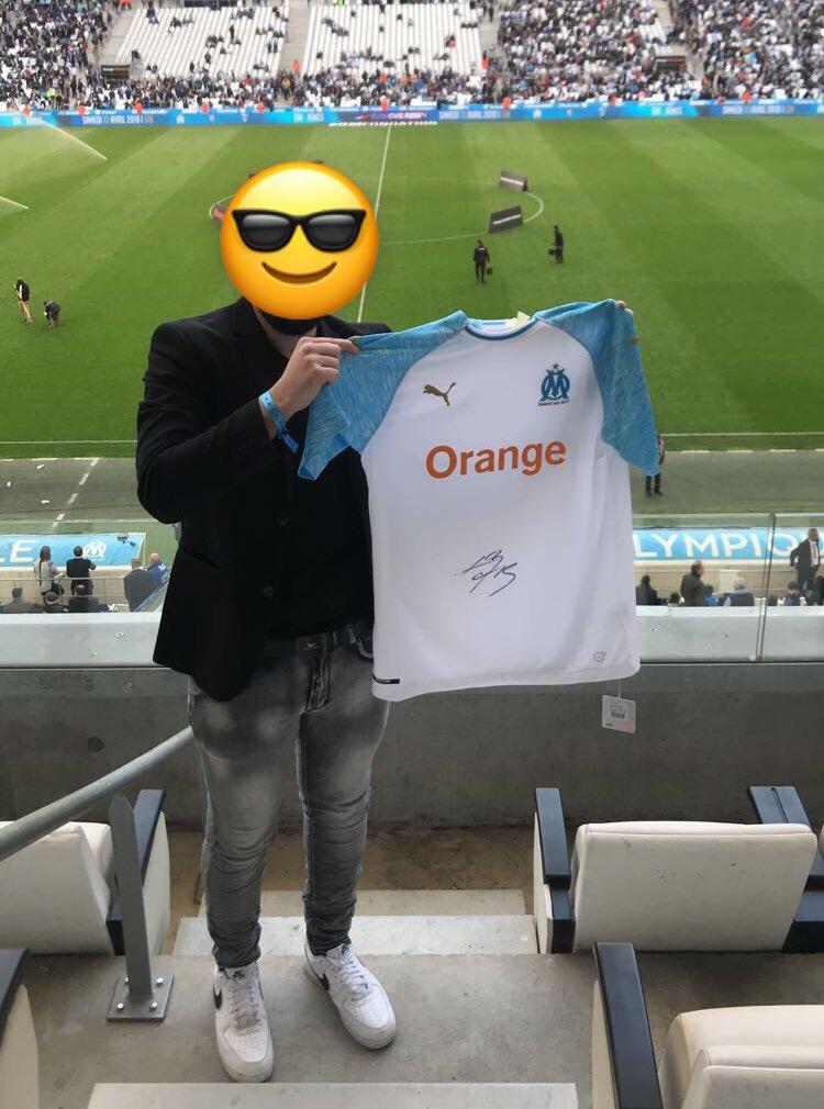 RT+Follow @ParionsSport et @FrankMcCourtoff pour tenter de gagner le maillot de l'OM dédicacé par Luiz Gustavo 🇧🇷 comme promis samedi 😉jeu réservé aux personnes majeures! https://t.co/QUsJYLOv2n