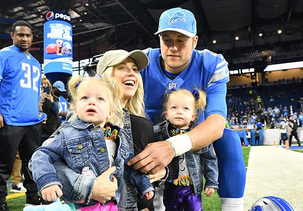 Lions Qb Matthew Staffords Wife Kelly Stafford Will Undergo Brain
