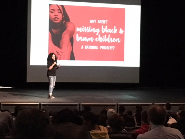 Tiffany D. Jackson <a target='_blank' href='http://twitter.com/WriteinBK'>@WriteinBK</a> asking important questions of our WL students this morning <a target='_blank' href='http://twitter.com/GeneralsPride'>@GeneralsPride</a> <a target='_blank' href='http://twitter.com/APSLibrarians'>@APSLibrarians</a>! <a target='_blank' href='https://t.co/UuwUpPWOKp'>https://t.co/UuwUpPWOKp</a>