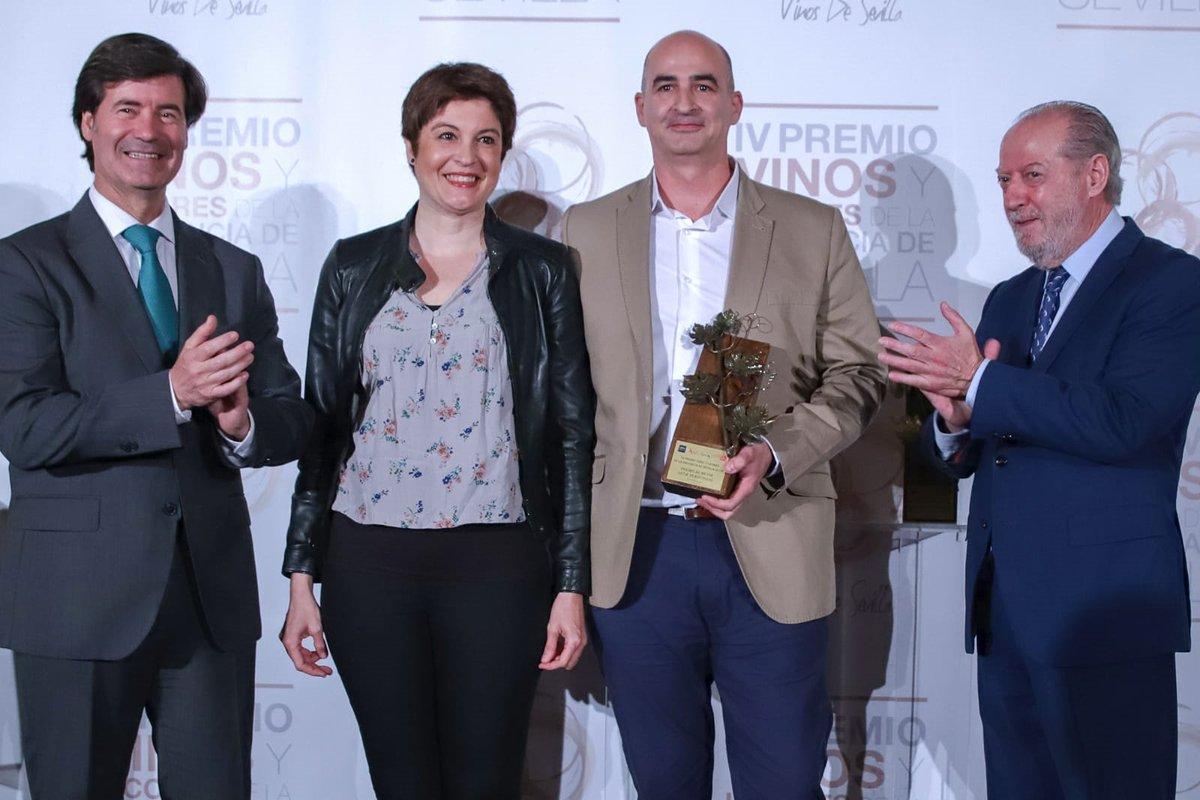 Elixir de Canela de @FlordeUtrera premiado como el mejor licor tradicional en una feria provincial de @prodetur   http://ow.ly/XQKK30oiTw0  #doshermanas #economia #lasemana