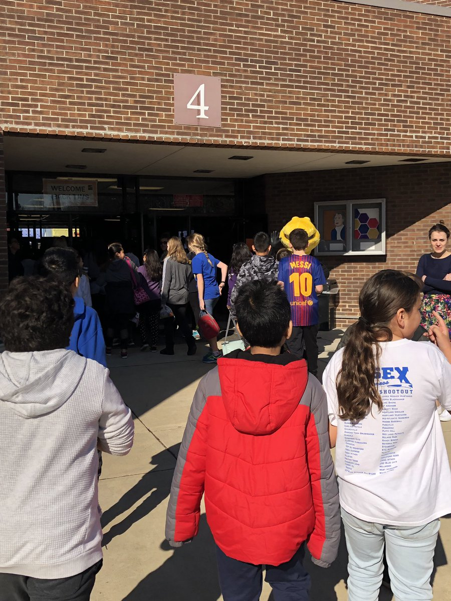 "Today <a target='_blank' href='http://twitter.com/LB_5thGrade'>@LB_5thGrade</a> students visited their middle schools. As some students said during lunch, ""Cheers to middle school!"" <a target='_blank' href='http://twitter.com/longbranch_es'>@longbranch_es</a> <a target='_blank' href='http://twitter.com/LCerrudAP'>@LCerrudAP</a> <a target='_blank' href='https://t.co/NJi2UyQJMC'>https://t.co/NJi2UyQJMC</a>"