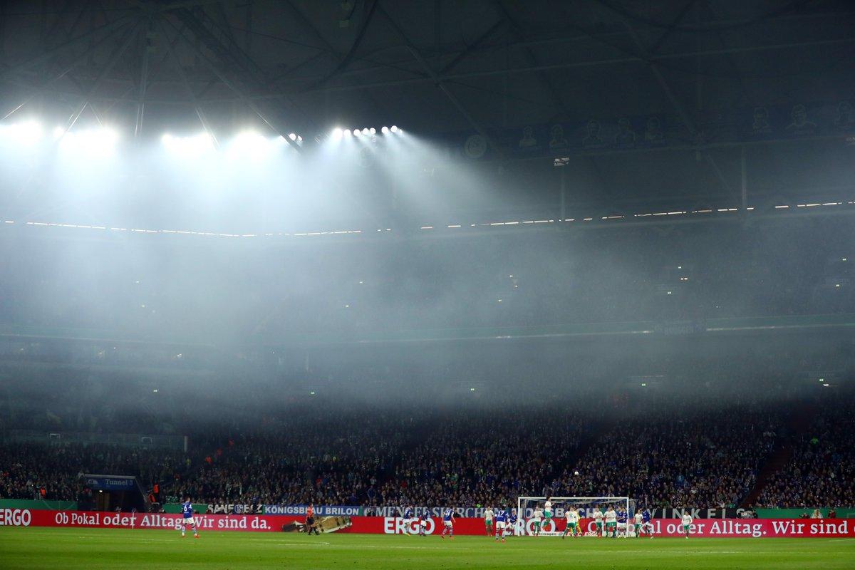 Шальке с Коноплянкой вылетел из Кубка Германии после домашнего поражения Вердеру - изображение 1