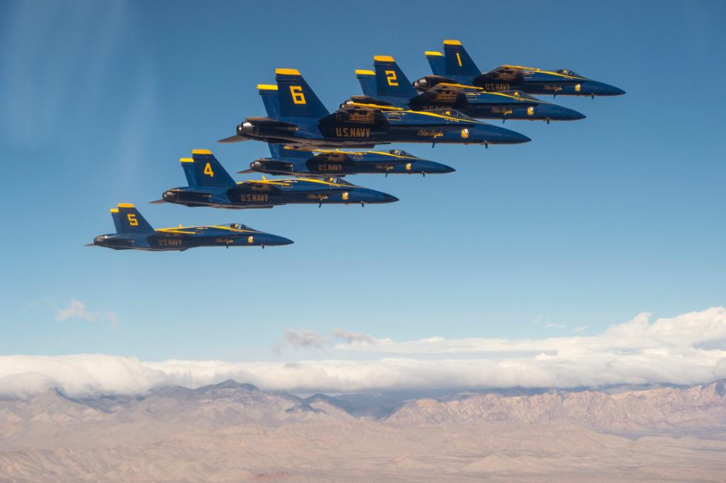 The @BlueAngels have announced their new commanding officer and flight leader for 2020-2021. Be sure to stay up to date and see the #USNavy's flight demonstration squadron in action when they visit a town near you - https://www.navy.mil/submit/display.asp?story_id=109138&utm_source=twitter&utm_medium=social&utm_content=100000506283864&utm_campaign=Misc …