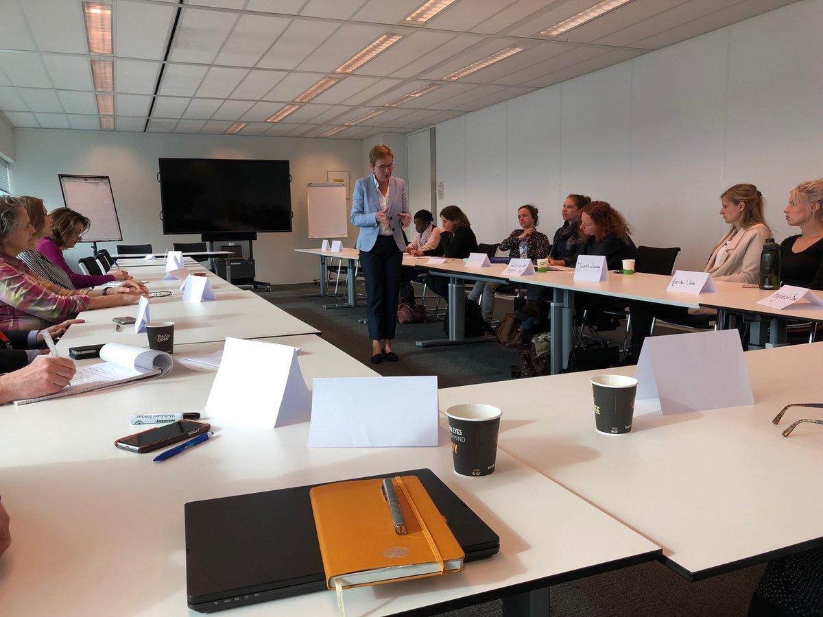 mooie aftrap door @ronnievdiemen bij de introctiecursus voor nieuwe medewerkers bij @IGJnl