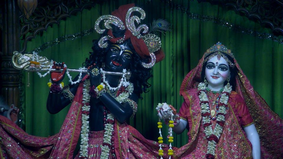 Mangala Arti darshan : Sri Radha-Madhava. For more darshan pictures, visit here:https://t.co/PkT0fcprjQ https://t.co/5fL6Xujty4