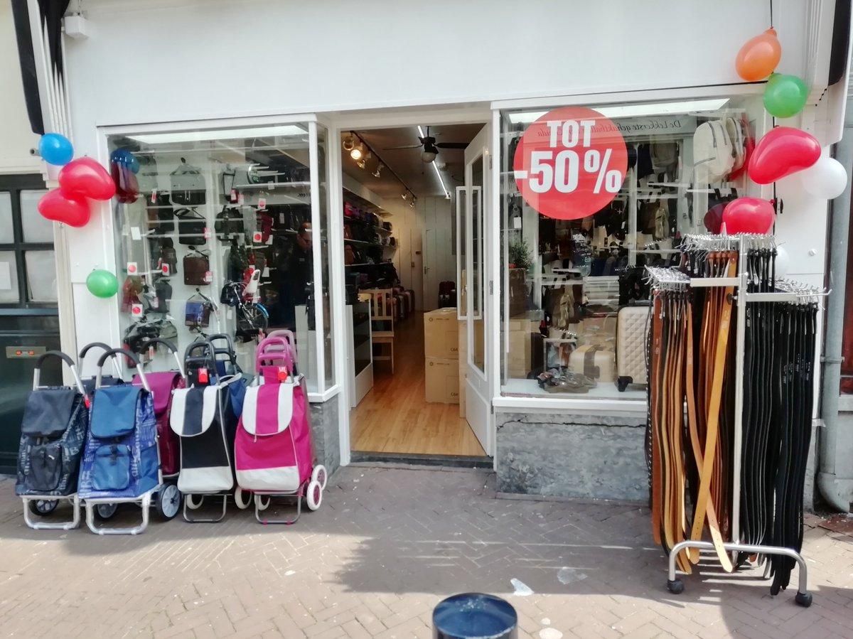 783ee79cce1 Vandaag opende goedkope koffer- en tassenwinkel aan de Wijdstraat waar  voorheen schoenenwinkel van Jan Telkamp in zat. #Gouda #koffers #tassen  #rugtas ...