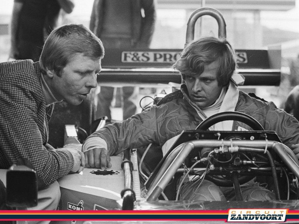 #ThrowbackThursday at Circuit Zandvoort with a photo of Gijs van Lennep and Michael Bleekemolen at the RAM-March 761 of Bleekemolen during the Dutch Grand Prix weekend in 1977.  📸: Archive CZ & deviantart #circuitzandvoort #dutchlegends #1977 #F1circuitzandvoort