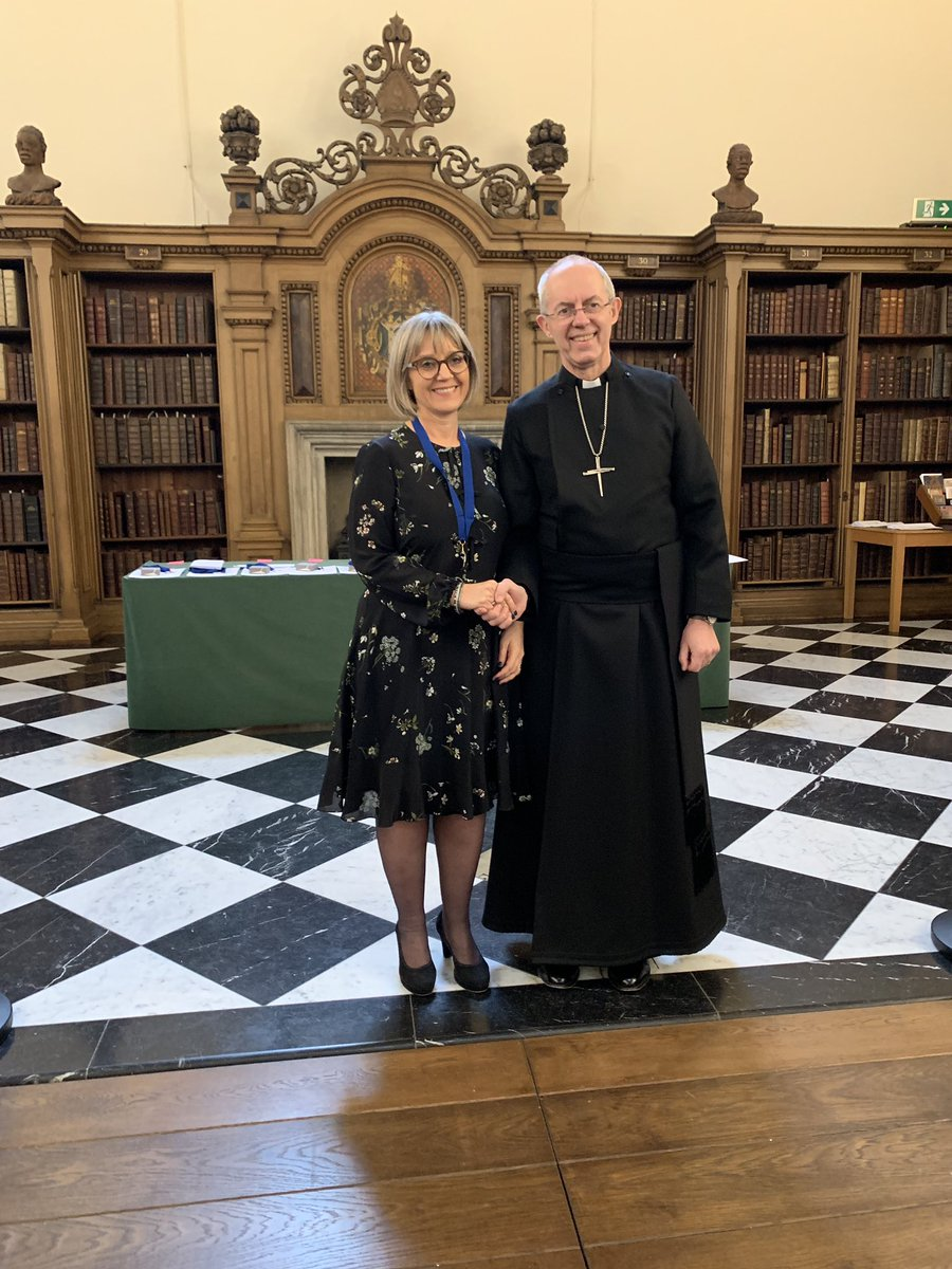 Ms Laura Marks OBE receives The Hubert Walter Award for Reconciliation and Interfaith Cooperation, for her transformative work in interfaith relations and her focus on women in leadership @Laura_E_Marks @MitzvahDay @nisanashim @HMD_UK #LambethAwards