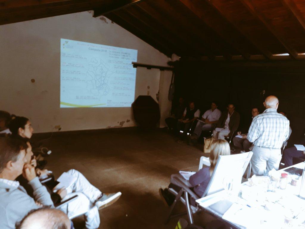 Hoy: compartiendo conocimientos junto a Emilio Satorre y Grupo El Planchazo en Lincoln #Trigo #fina #variedades #manejo #campo #Basilio #Rizoderma #campo @RizobacterARG @MicaPerezCZ
