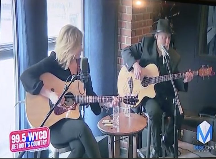 Here's some pics from Tuesday @995WYCD 's #homegrownhappyhour with @frankjrradio #rogernoonan  @musictowndetroit @fox2detroit @roopfox2 @robstoneradio #bethgriffithmanley  @nbcthevoice  I love Detroit! #goodtimes #wycd #gibsonguitars #detroit