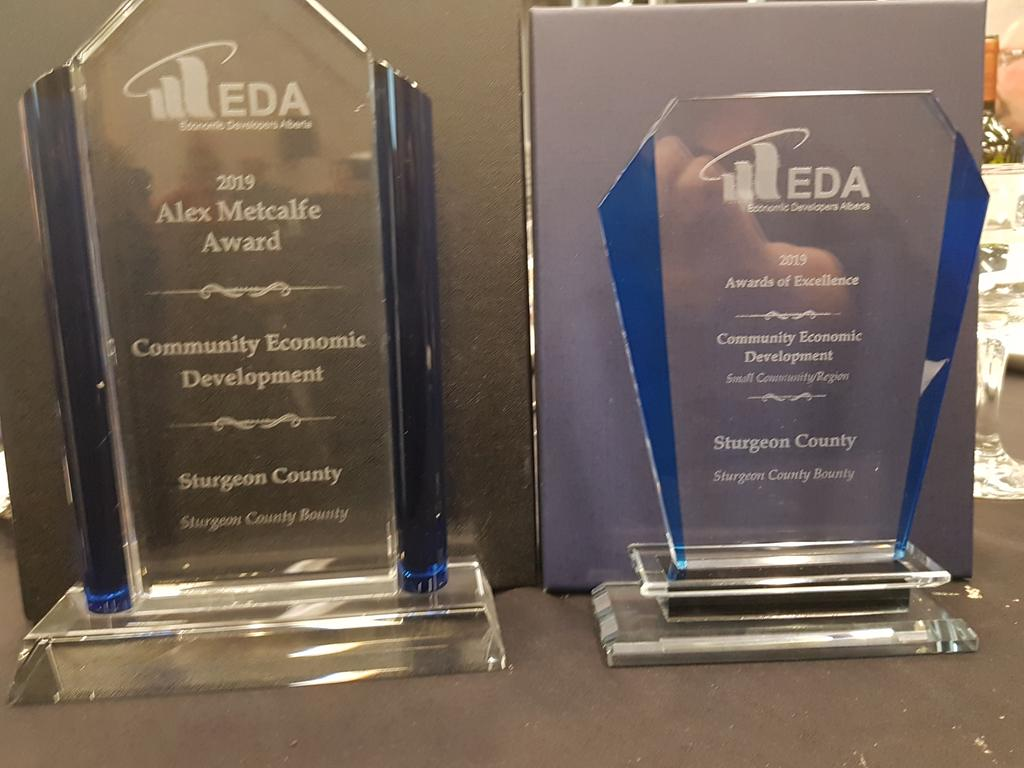 @SturgeonFYI EC Dev's hard work has paid off! We just won TWO @edaalberta awards for our work with the #SturgeonCountyBounty! What an honour :) #sturgeonproud