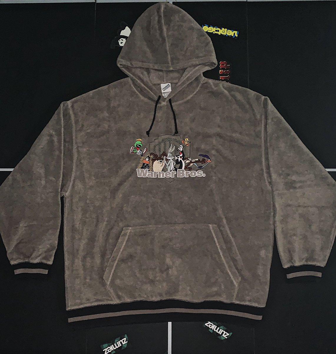 09c5537720f Color: Grey, Black —— Size: XXL —— Condition: Excellent —— Price: $40  http://depop.com/thrift_r_us/ pic.twitter.com/N33DgE6F8C