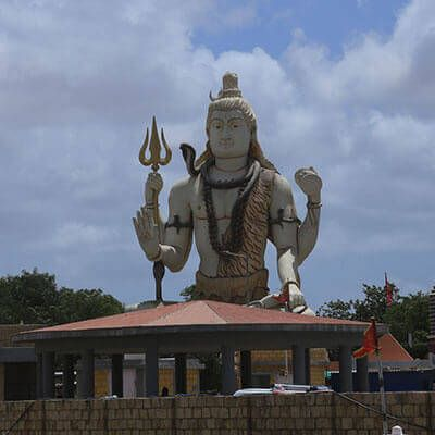 Attracting thousands of pilgrims all round the year Nageshwar J#yotirlinga is one of the 12 Jyotirlinga of #LordMahadev. Know more about the story of how #LordShiva killed rakshasa called Daruka and stories behind #Nageshwar https://buff.ly/2Uuq7n7.  #Dwarka #BaitDwarka