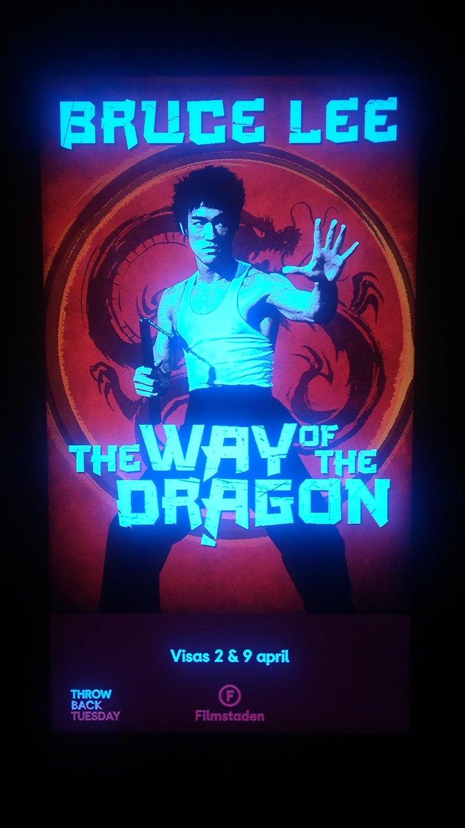 Veckans filmtips för oss i #Karlstad:  På tisdag visar Filmstaden den klassiska Way of the Dragon från 1972. Kom och se Bruce Lee slita brösthåret av Chuck Norris i storbild! https://t.co/B7EC90qqSO