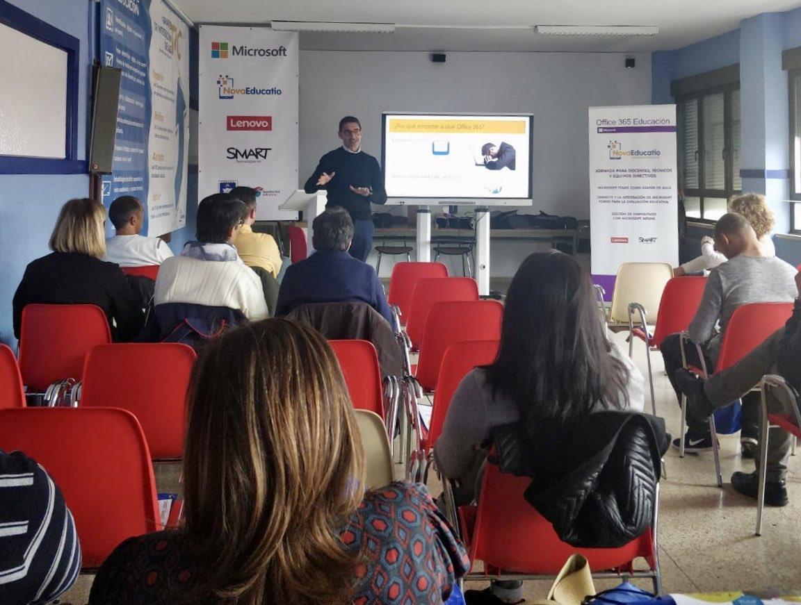 Ayer pasamos la tarde en las jornadas de @NovaEducatio en León, donde el #MIEExpert @Tino_Puente_P nos contó el proyecto tecnológico de su centro. Del correo institucional, a Microsoft Teams con otras muchas herramientas instaladas. ¡Enhorabuena por el proyectazo! 👏🏼