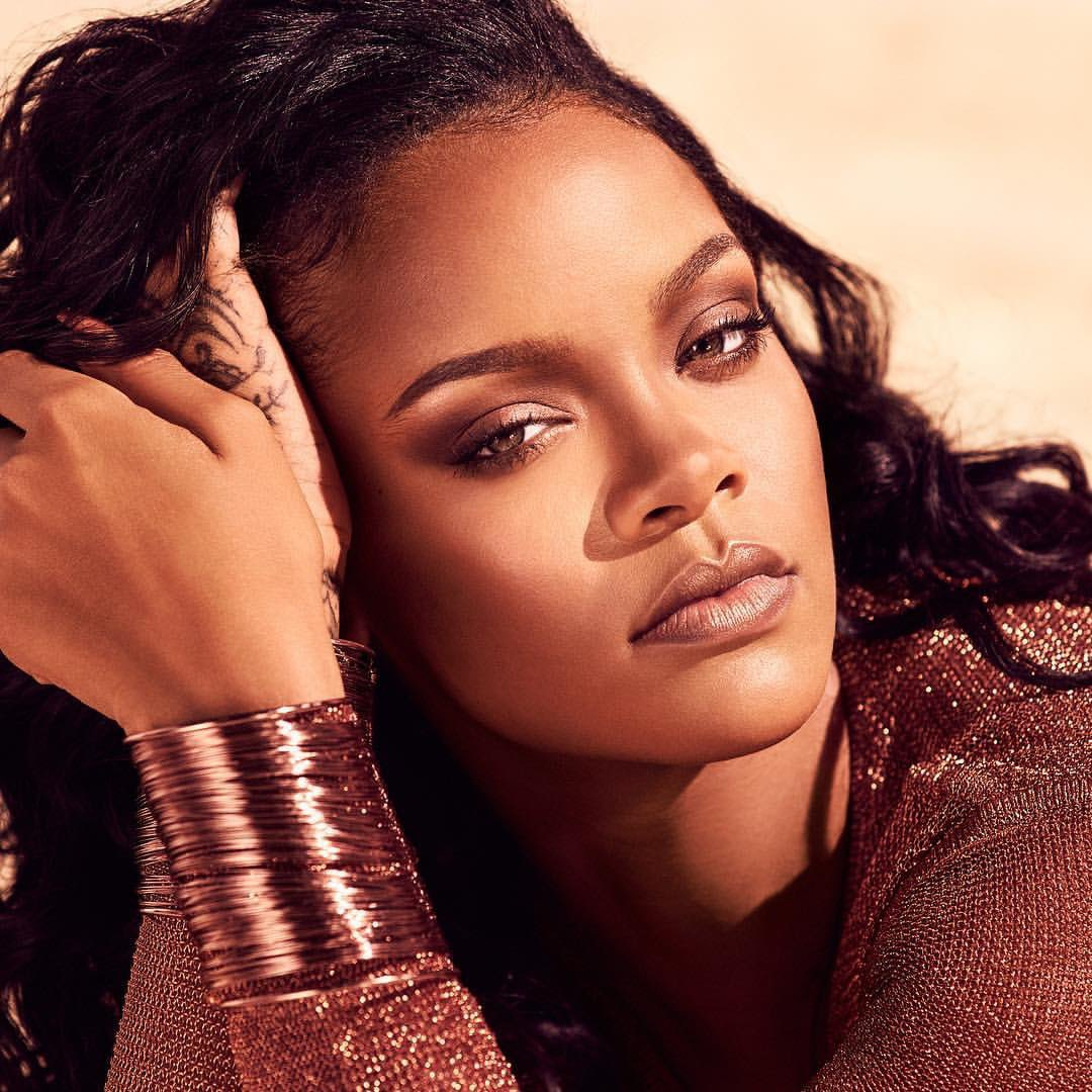 c78d05601f1f Rihanna ( rihanna)