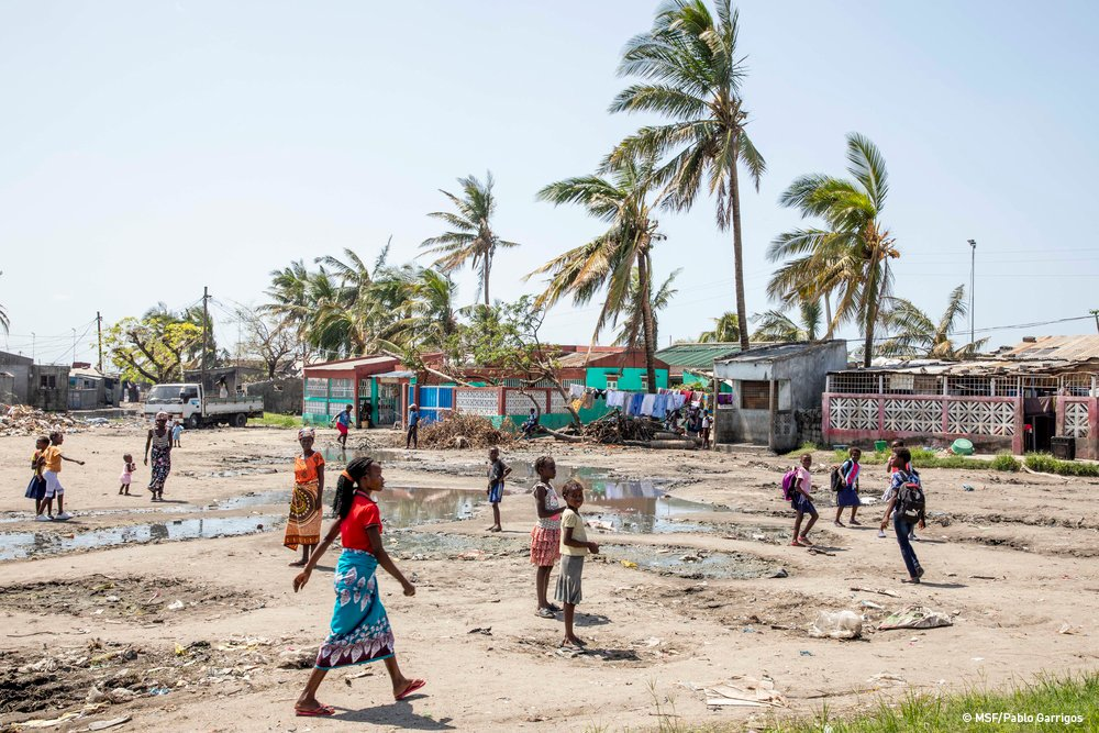 #CycloneIdai update #Mozambique:  According to the @UNOCHA ➡ 1.85 million are in need of urgent assistance ➡ 112,000 houses have been completely destroyed ➡ 131,000 people displaced.  More on our latest crisis info: http://bit.ly/2Ilsa6D