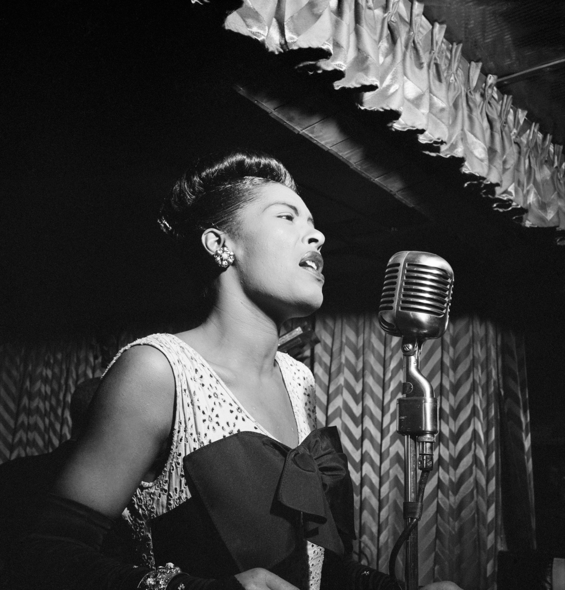 Happy birthday to the legendary Lady Day! #BillieHoliday was born on this day in 1915 in Philadelphia. What's your favorite recording of hers?