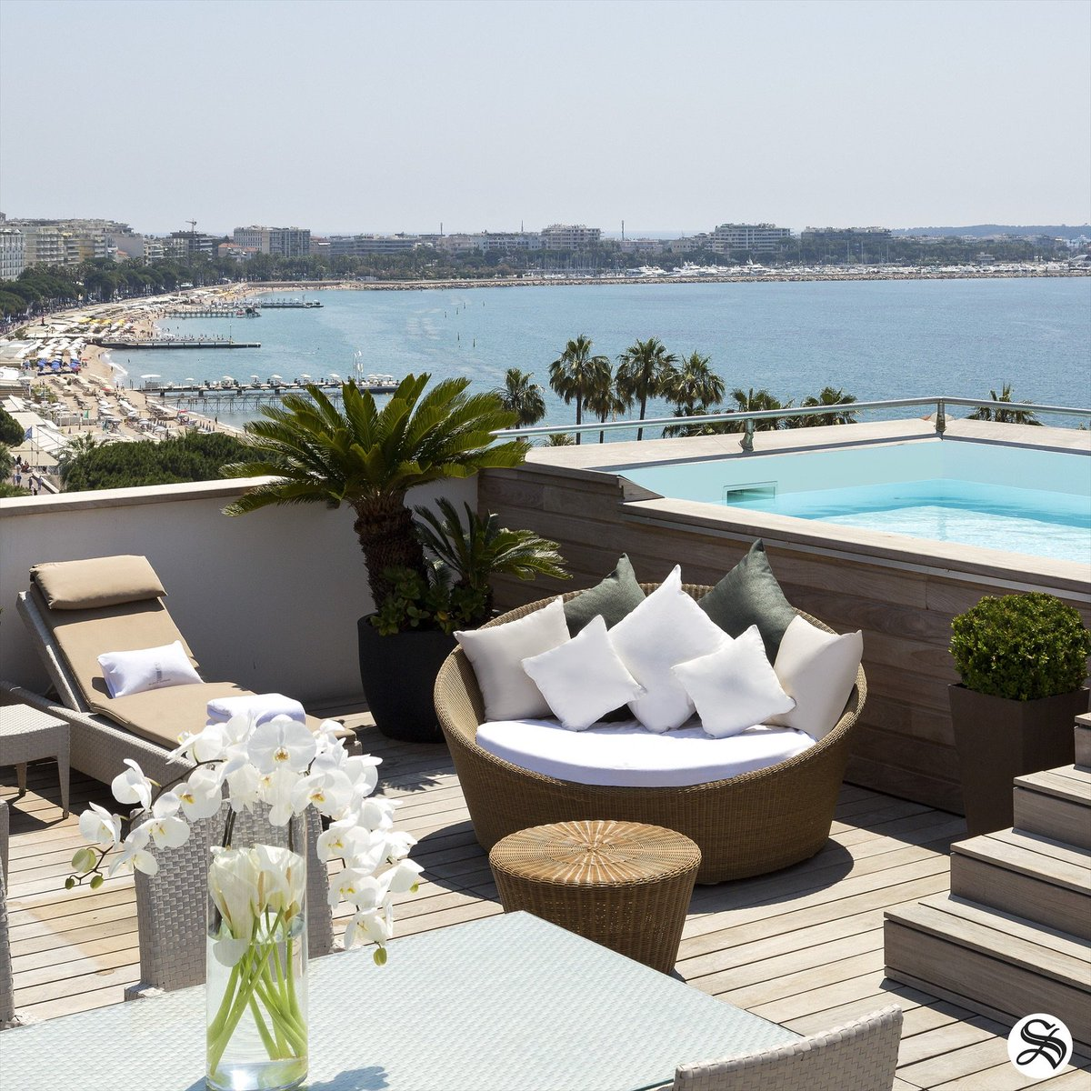 Luxury, prestige and excellence on the Croisette, in Cannes ! 🌴☀️#cannes #croisette #lemajesticcannes #hotelsbarriere