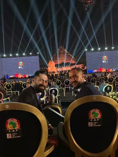 صورة بعنوان ممنوع المرور ⚔️  وسط الملعب التاريخي لمنتخب مصر حسني عبد ربه ومحمد شوقي 🇪🇬