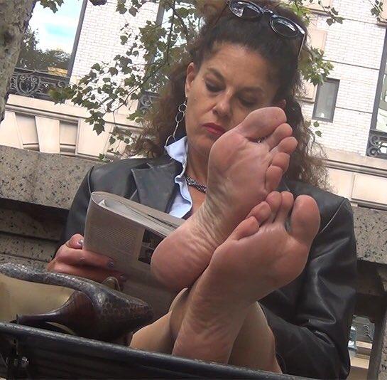 Candid Milf Feet