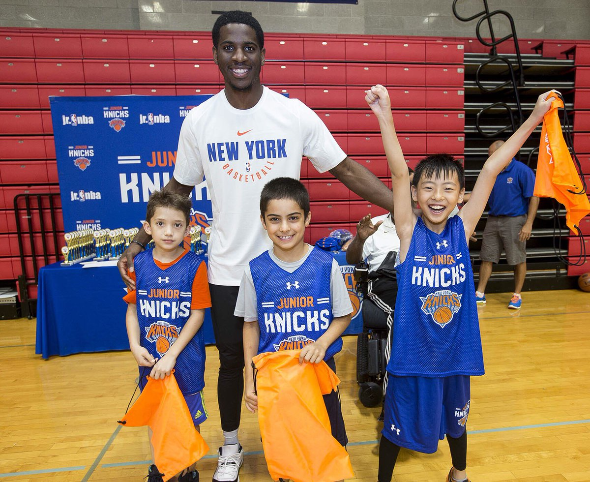 TFW you remember it's almost time for #JrKnicks Summer Camp 🙌 Registration is OPEN & sessions 1️⃣ and 2️⃣ are already SOLD OUT ❌ Make sure to register TODAY for the remaining sessions 😁 See you there 👉 http://knicks.com/camp