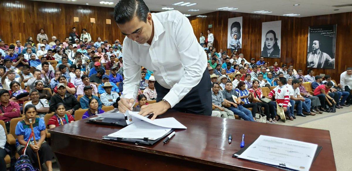 Firma Magistrado Presidente del @te_chiapas Guillermo Asseburg, Pacto de Civilidad junto con autoridades electorales y de los tres poderes de Gobierno, a días de celebrarse #elecciones por #UsosYCostumbres en 120 localidades de Oxchuc #Chiapas donde elegirán a sus autoridades.